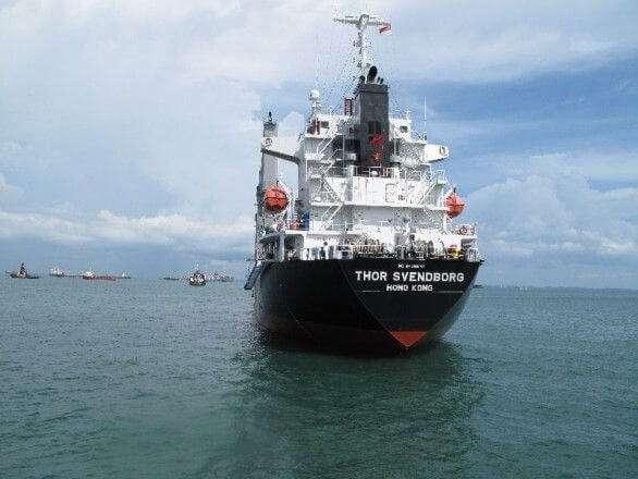 Schiff vor Singapur