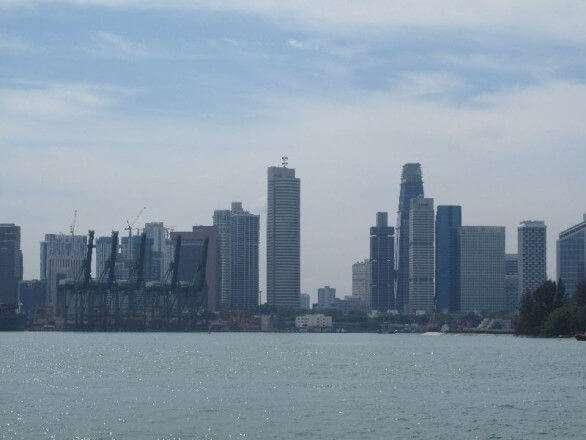 Singapur Skyline mit Lastkränen