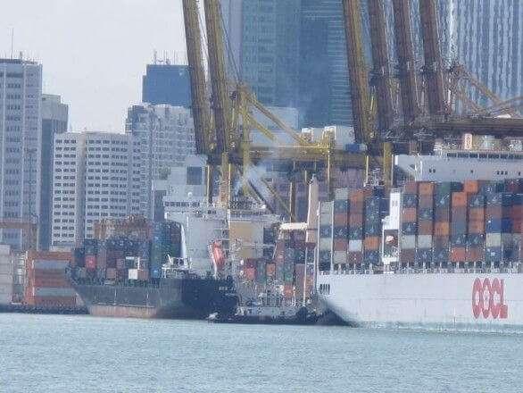 Container im Hafen von Singapur